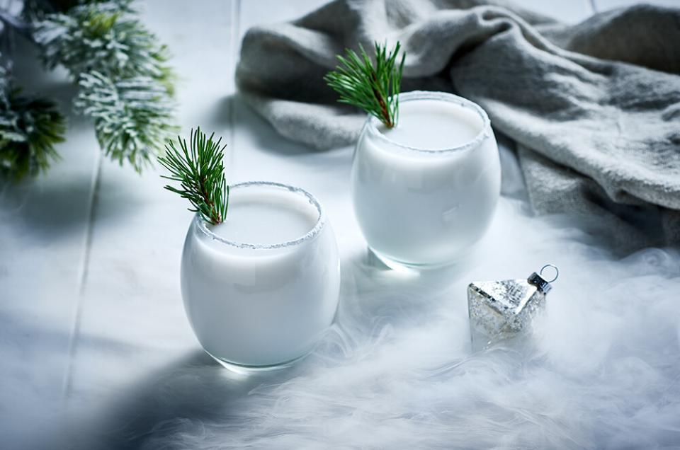 drink photography, Christmas White Russian drink image